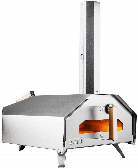 Outdoor oven that makes pizza